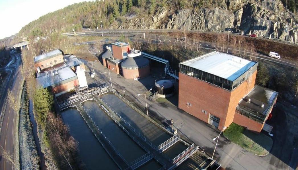 KRITISK TIL FORSLAGET: På bildet ser du Nordre Follo Renseanlegg IKS, som ligger mellom Gjersjøen og Tusenfryd. Foto: Nordre Follo Renseanlegg IKS