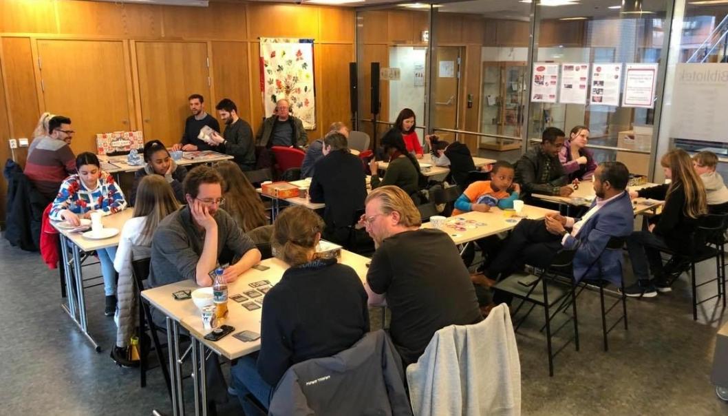 TOPPER LISTEN: Human-Etisk Forbund har flest tilskuddsberettigede medlemmer i Oppegård. Lokalt har forbundet i mange år samarbeidet med biblioteket i Kolben om å arrangere spillkveldene hvor fokuset er på sosialt samvær.