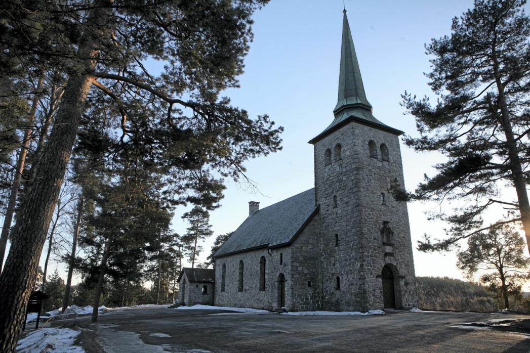 200 FÆRRE: I Nordre Follo hadde Den norske kirke 38.216 medlemmer ved inngangen til 2020. Per november var antallet redusert med 200 medlemmer, til 38.016. På bildet kan du se Kolbotn kirke. Foto: Oppegård Avis