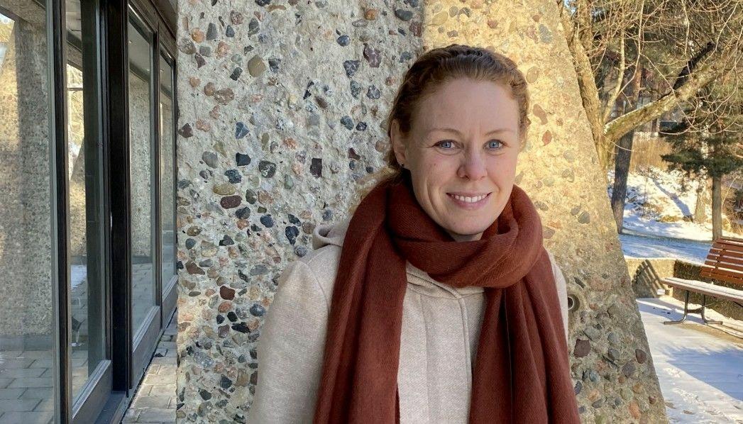 FÅR VELDIG FÅ VAKSINEDOSER: Monica Viksaas Biermann, som er programleder for vaksinering og assisterende kommuneoverlege i Nordre Follo, sier situasjonen med vaksinering er fortsatt uforutsigbar med tanke på de ukentlige leveringene til kommunen. Foto: Nordre Follo kommune