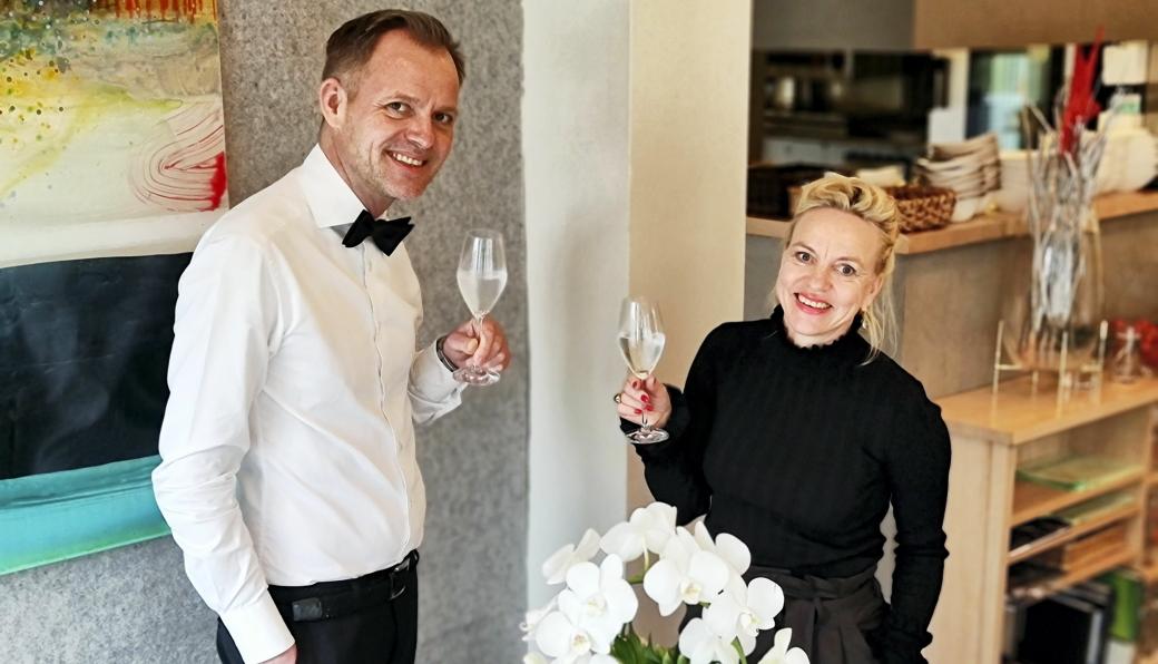 GJENÅPNING: Vebjørn Aarflot og Helene Jahren er glade for å kunne åpne dørene til bydelsrestauranten på Kolbotn igjen.
