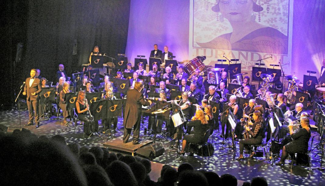 INGEN KONSERT: Nyttårskonserten ble først utsatt til mars, men nå er det klart at arrangementene avlyses som følge av pandemien. Dette bildet er fra konserten i januar 2000, hvor Oppegård Janitsjar opptrådte sammen med solist Alexander Pavelich.