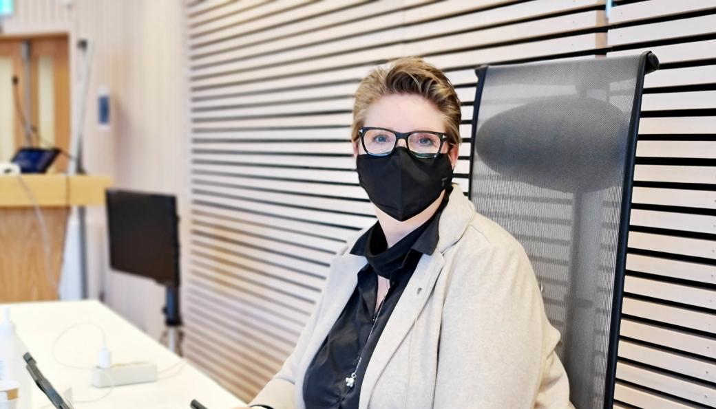 FØLGER MED: – Det skal lite til før smittesituasjonen gjør at vi må ha langt sterkere tiltak, sier ordfører Hanne Opdan. Dette bilder er fra en av pressekonferansene da den britiske mutanten ble oppdaget i Nordre Follo.