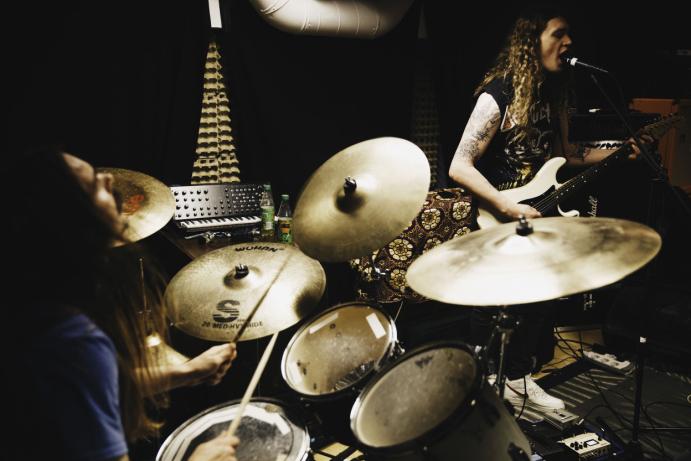ØVER: Kolbotn-bandet spiller mye sammen ennå. På bildet kan du se Carl Christian Holm og Arild Myren Torp. Foto: Peter Beste