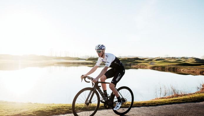SATT UT AV SKADE: Det er nok en stund til Carl Fredrik Hagen er tilbake på sykkelsetet for Israel Start-Up Nation.Dette bildet er fra et to ukers treningsopphold i Spania rett etter nyttår.