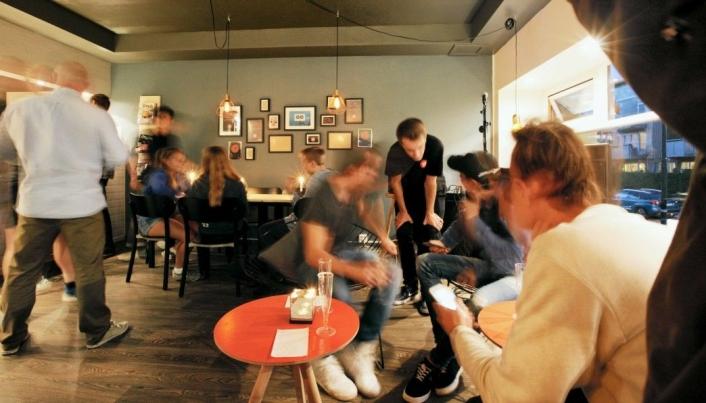 POPULÆRT MINGLESTED FOR UNGDOM: Hjørnet ungdomskafe er kjent som en god og trygg møteplass for ungdom i Kolbotn sentrum. Foto: Hjørnet