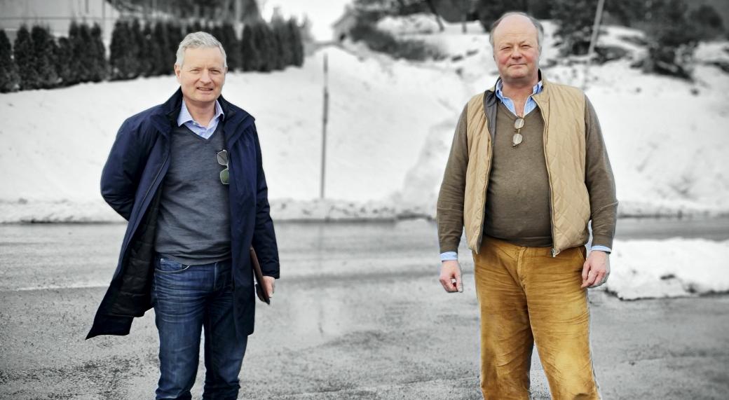 FOR FRAM: – Kommunedirektøren strekker seg så langt han kan i kritikken nettopp ved å legge frem dette alternativ 3. Dette viser litt av den galskapen som vi hele tiden har ment ligger i vedtaket som er der, sier Høyre-politikerne Knut Oppegaard og Eirik Holmlund.