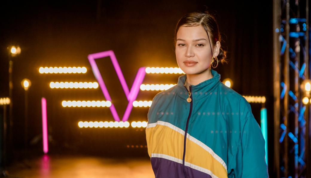 SANGSTJERNE: Sarah Bøhn har fått masse ros etter deltagelsen i The Voice. Fredag knytter deg seg stor spenning til om hun går videre eller ikke i TV-konkurransen.