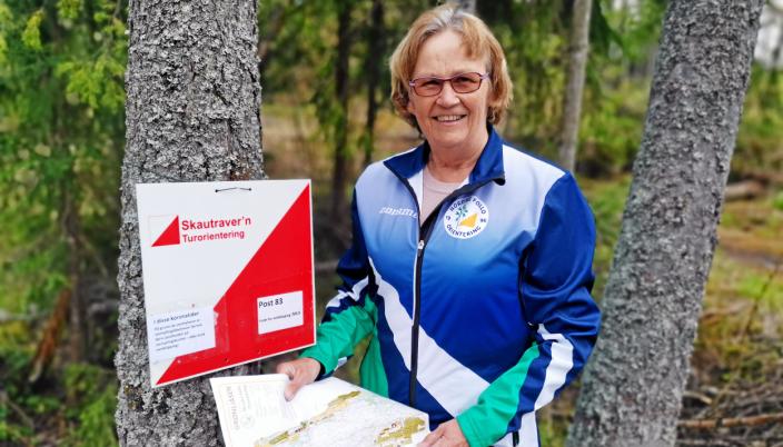 SKAUTRAVER-GENERAL: Anne Marit Færden fra Sofiemyr er som alltid engasjert i Skautraver'n. Nå er årets første poster satt ut.