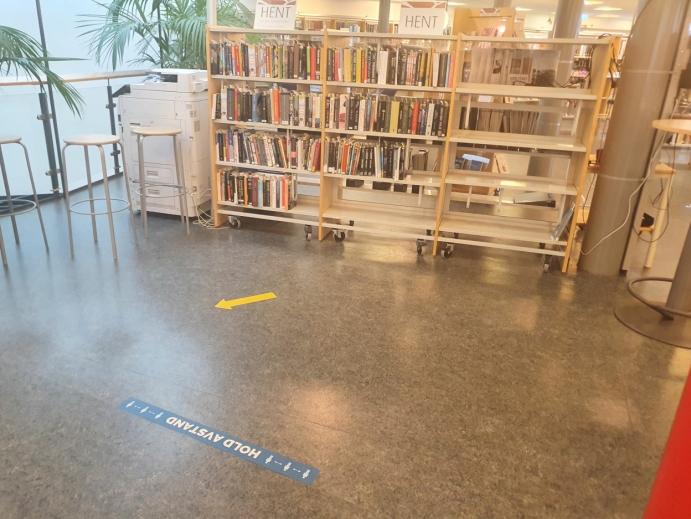 GODT MERKET: Smittevern er godt ivaretatt i bibliotekets lokaler i Kolben. Foto: Yana Stubberudlien