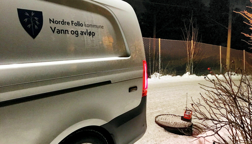 FORTSATT MANGE LEKKASJER PÅ KOLBOTN: Det er fortsatt mange lekkasjer på Kolbotn. Bildet ble tatt i forbindelse med en lekkasje i Solbråtanveien tidligere i år. Foto: Privat