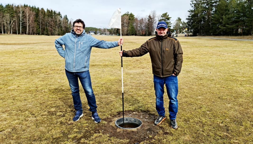 SPIRER: Knut Erik Sturm (t.v.) og Pål Wirak er klare for utvidelse og oppgradering av fotballgolfbanen på Sofiemyr. Snart er det åpning.