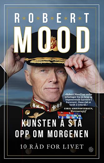 AKTUELL MED NY BOK: Pensjonert generalløytnant og tidligere leder av Norges Røde kors, Robert Mood, har skrevet boken «Kunsten å stå opp om morgenen». Foto: Agnete Brun