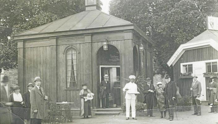 DEN GANG DA: Paviljongene på Kollen fotografert i 1921.