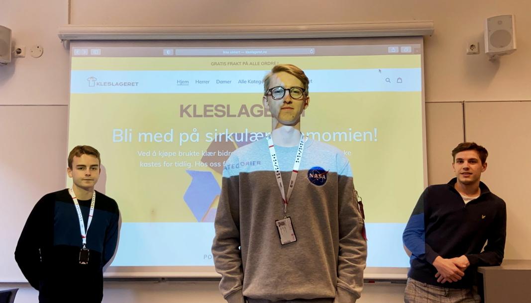 DRIFTIG TRIO: Tobias Hermansen (i midten), Kristoffer Myklebust (t.v.) og Emil Malones (t.h.) har startet nettbutikken Kleslageret sammen.