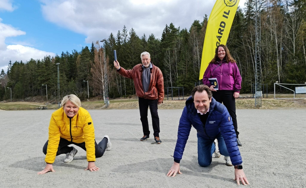 I STARTGROPA: Daglig leder Hege Frøyna og styreleder Gard Olsen i Oppegård idrettslag håper å komme raskt i gang med byggingen av den nye idrettshallen på Greverud. Med seg på prosjektet har de eksperthjelp fra Sigbjørn Johnsen og Sylvia Brustad.