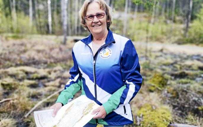 KORONA-BOOM:. Anne Marit Færden trykker stadig opp nye kart som selges i de kjente konvoluttene med kart og noen hint.