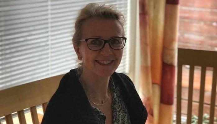 HJEMMEKONTOR: Anette Lofthus Hansen synes det er hyggelig å bidra som frivillig vaksinatør når hun har hatt så mye hjemmekontor i sin vanlige jobb. Foto: Privat
