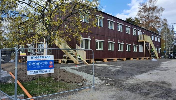 INNFLYTTINGSKLART: De nye modulene på Sofiemyr er snart til innflytting og vil være et kjærkomment supplement til den nedslitte Sofiemyr-skolen.