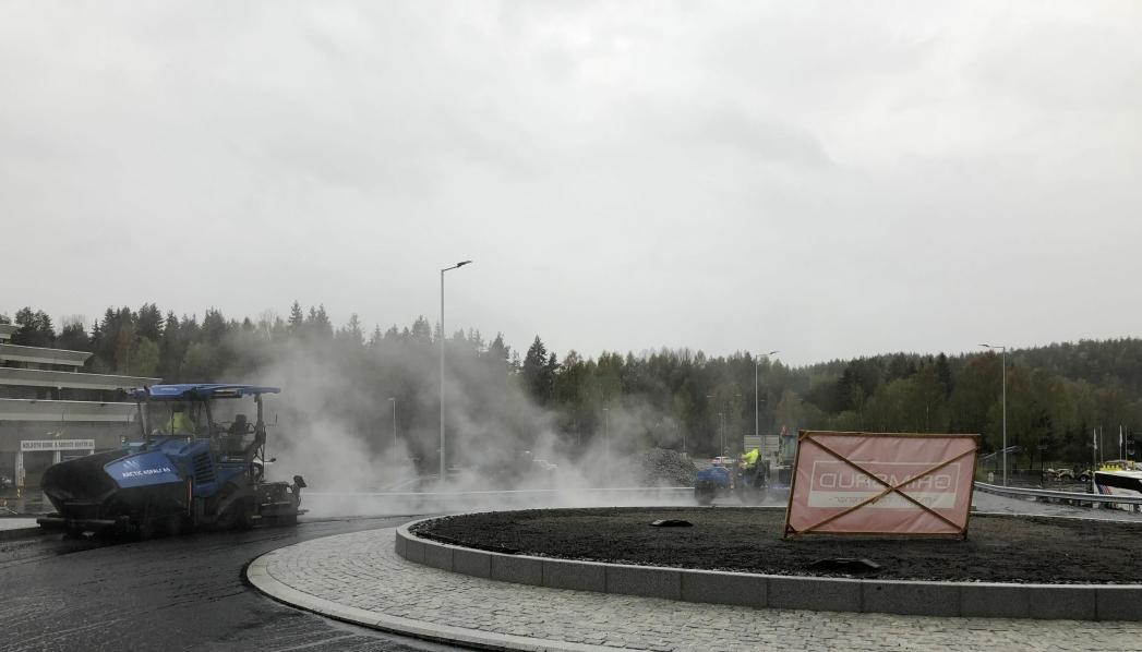 35 MILLIONER KRONER: Det nye veianlegget på Mastemyr, med blant annet en splitter ny rundkjøring i Mastemyrveien, skal ferdigstilles i juni og har en totalkostnad på 35 millioner kroner. Foto: Tore Steimoen