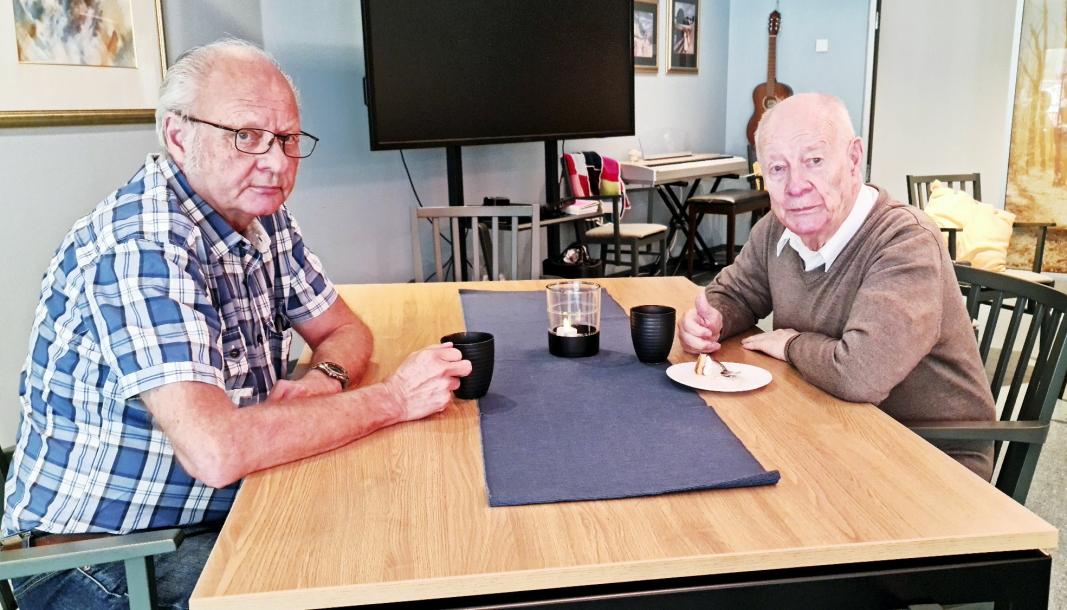 KAKEFEST: Brukerne Dagfinn Bjørnstad (t.v.) og Karstein Strøm har mange gode samtaler når de møtes på Ingiertun dagsenter. Gjennom møtene har de to utviklet et godt kameratskap.