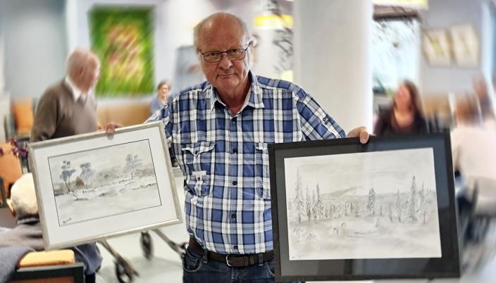 SVINGER PENSELEN: Dagfinn Bjørnstad bruker noe av fritiden på maling. Flere av arbeidene hans er utstilt på dagsenteret ved KOMBO.