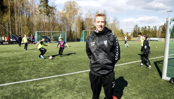 SPORTSLIG LEDER: Sindre Brevik leder akademi-treningene. Foto: Klaus Eriksen