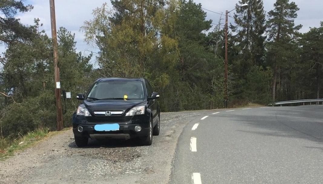 LOVLIG PARKERING: Kommunen innrømmer at boten til denne bilen ble feil ilagt. Trafikktjenesten har kontaktet bileieren.