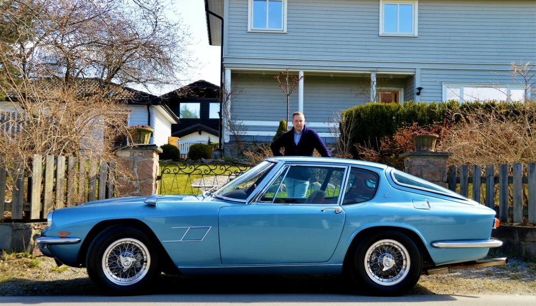 BLÅTT TIL LYST: Alexander Stark og hans 4 liter Maserati Mistral.