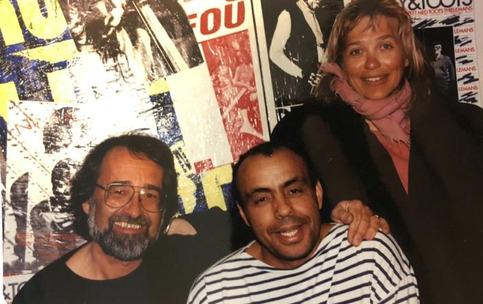 MUSIKKAFÉ: Tom Gravlie (t.v.) sammen med kollega Anne Moberg fra Tårnåsen og Miloud Guiderk ved Cosmopolite i Oslo. Sammen skapte de Etniske Musikkafeer.
