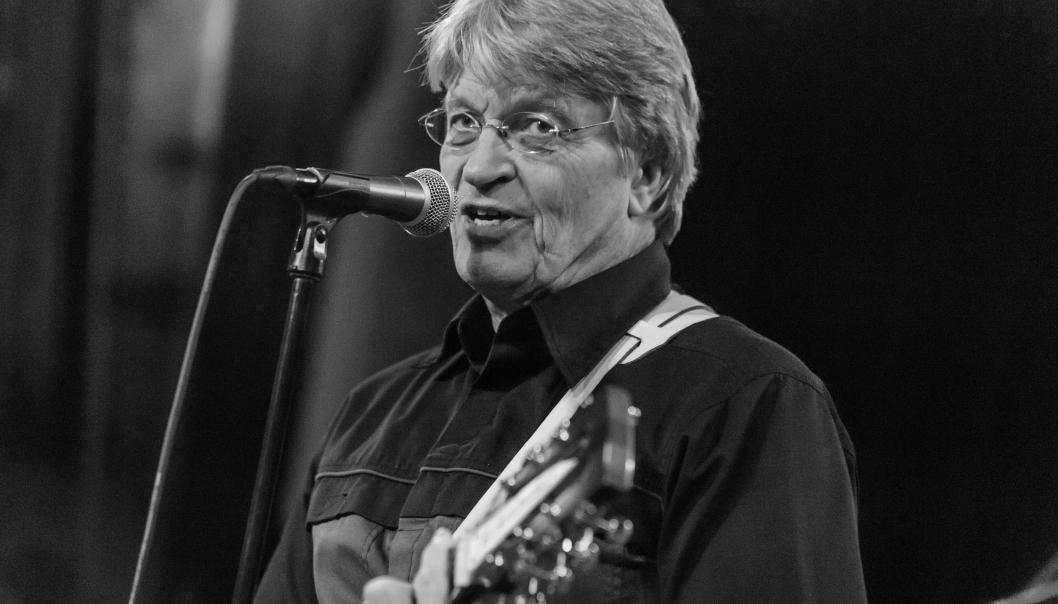 UKENS DEBATTINNLEGG: Sigurd O. Dancke fra Tårnåsen er lektor og musiker, og har vært ansatt ved Fløysbonn skole i over 40 år. Han har vært hovedansvarlig for Fløysbonnmusikalen i 32 år. Som kapellmester i The Beems (siden 1965) har han 56 års sceneerfaring. Han har også nærmere 20 års erfaring fra Oppegård lokal-tv/TV-Oppegård, som ble startet i 1990 og holdt på til cirka 2005. Foto: Thomas Telstø Hysvær
