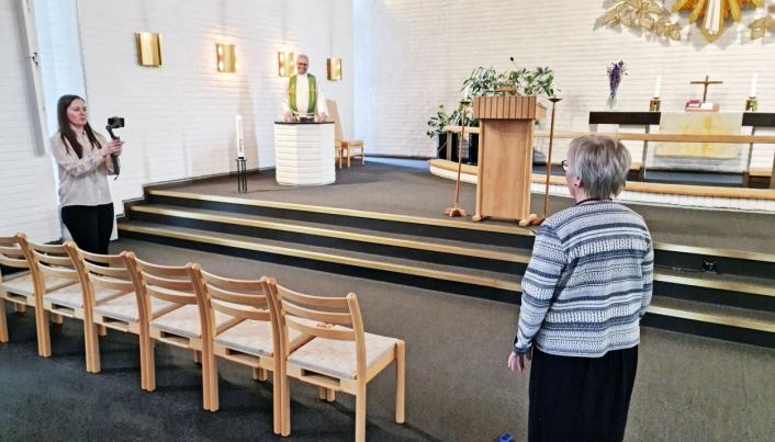 PROMOVIDEO: Både unge og eldre deltok da Greverud kirke lagde promovideo for drop-in-dåpen.