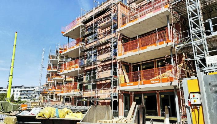 TAR FORM: Husene kommer opp i raskt tempo på byggeplassen. De første kjøperne flytter inn i Kantorbekken første kvartal neste år.