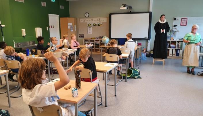 FLOTT FORMIDLING: Gunvor Marie Frislid sørget for en flott undervisning for 3B torsdag 10. juni.
