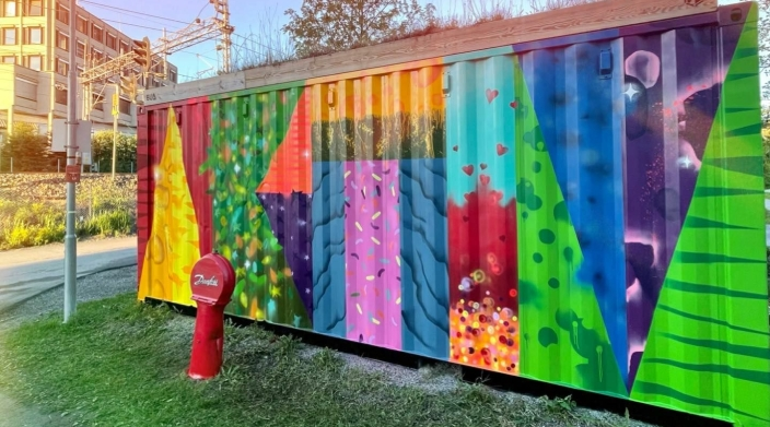 KUNST PÅ KONTAINEREN: Kontaineren til BUA Oppegård ved Kolben kulturhus har nylig blitt dekorert av NFG. Foto: Nordre Follo kommune