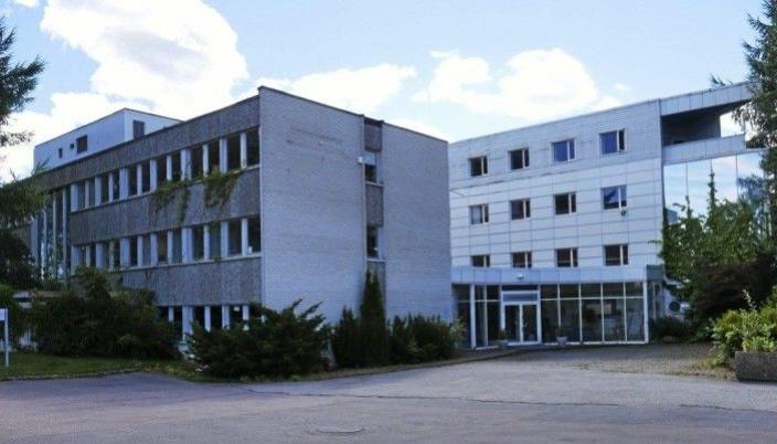 JERNIA-BYGGET: WANG Ung vurderer å leie lokalene i Fløisbonnveien 2-4 i forbindelse med etablering av midlertidige skolelokaler i denne bygningen. Foto: Yana Stubberudlien