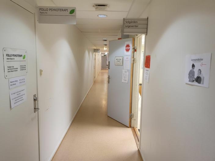 HAR FIRE OG ET HALVT ÅR IGJEN: Solgården legesenter har holdt til i fjerde etasje i Kolbotnveien 23 i 20 år. Leieavtalen går ut i slutten av 2025.