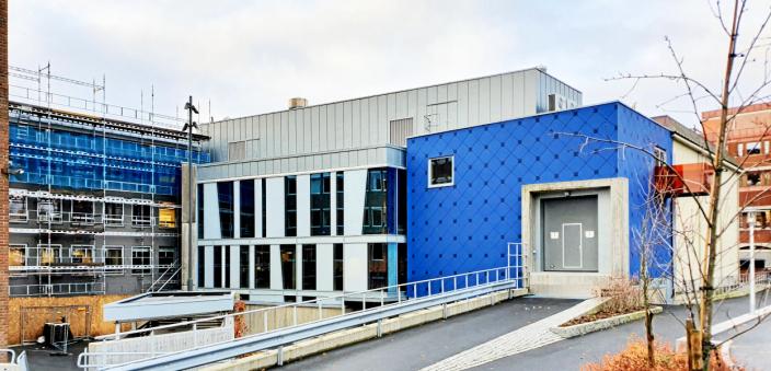 50,4 MILLIONER KRONER: Nordre Follo rådhus er fortsatt under rehabilitering. Foreløpig har ombyggingen kostet kommunen 50,4 millioner kroner, inkludert budsjettoverskridelsen på 6,4 millioner kroner. Foto: Yana Stubberudlien