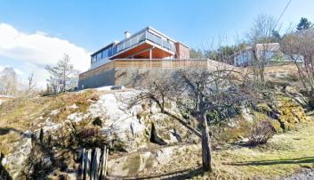 Bekkeliveien 9a: 1410 Kolbotn. 242 m2. Byggeår: 2008. Solgt for 14 mill.