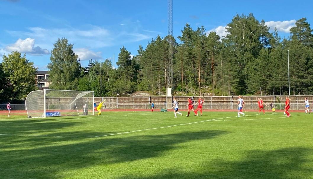 DRØMMETREFF: Her smeller det fra Nathalie Jørgensen som setter inn 1-0, og dermed sikret Kolbotn sine tre første poeng i Toppserien.