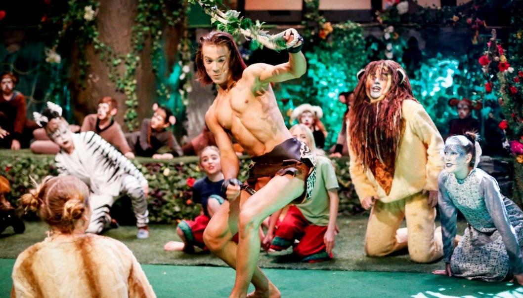 FRA TÅRNÅSENS TARZAN TIL TEATERHØGSKOLEN: Mange kjenner kanskje til Erik Pelin fra roller i OPAL (Oppegård Amatørteaterlag). Her spiller han hovedrollen i Tarzan i 2018.