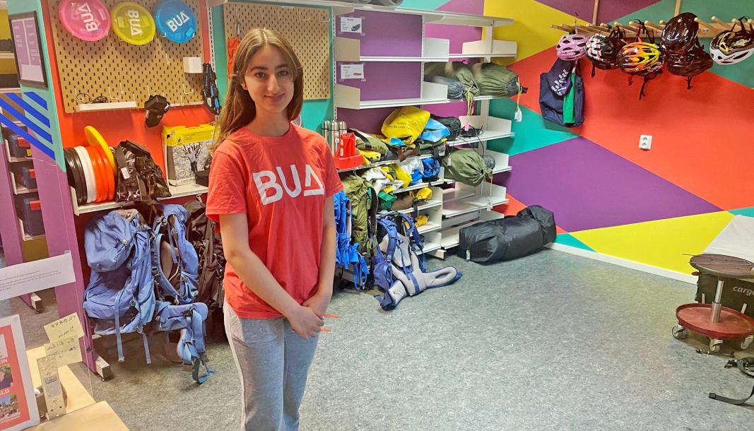 FORNØYD: Sara Murad fra Tårnåsen har sommerjobb på biblioteket og i BUA.