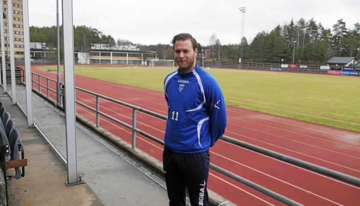 EKS-KIL: Knut Slatleim har tidligere vært både sportslig leder, spiller for a-laget og trener for KIL i Toppserien. På lørdag leder han LSK Kvinner på Sofiemyr stadion.