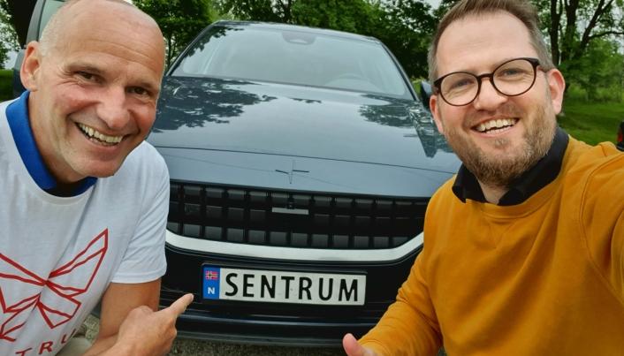 I SENTRUM: På bildet kan du se partileder Geir Lippestad sammen med John Harald Bondevik. Foto: John Harald Bondevik