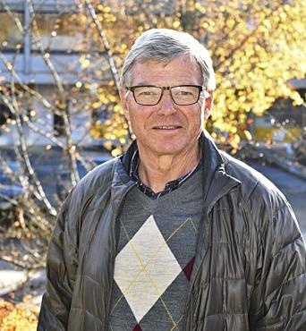 FYLLER 74 ÅR NESTE UKE. Kjell Magne Bondevik har vært en av de mest markante politikerne i nyere norsk historie. Han bor fortsatt på Kolbotn, men oppholder seg mye på hytta i Stavern i sommerhalvåret. Fredag 3. september fyller han 74 år. Foto: Synnøve Sundby Fallmyr