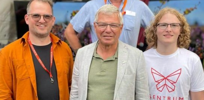 MED FAR OG SØNN: John Harald Bondevik sammen med sin far (Kjell Magne Bondevik) og sønn (Simen Bondevik). Bildet er tatt under Arendalsuka i år. Foto: Privat