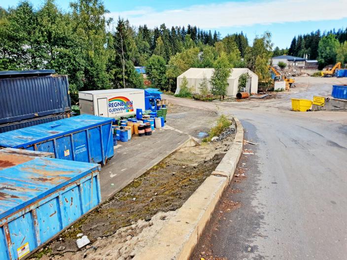 HOLDER TIL PÅ LANGHUS: Follo Truckutleie AS/ Regnbuen gjenvinning holder til på Langhus. Arkivfoto: Yana Stubberudlien
