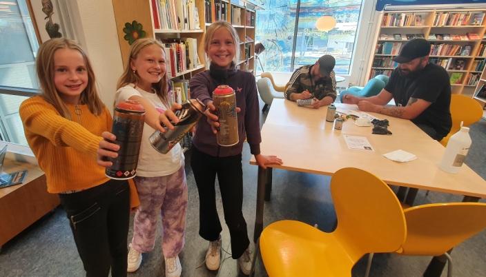 """GLEDER SEG: Tiåringene Lerke Evensen, Ingvild Sandem og Kristiane Utgård Weltzien fra Kolbotn skole var med i planleggingsgruppen for prosjektet """"Etter skolen"""". Nå gleder de seg til å være med på teaterlek, kurs i graffiti og gaming med VR-briller."""