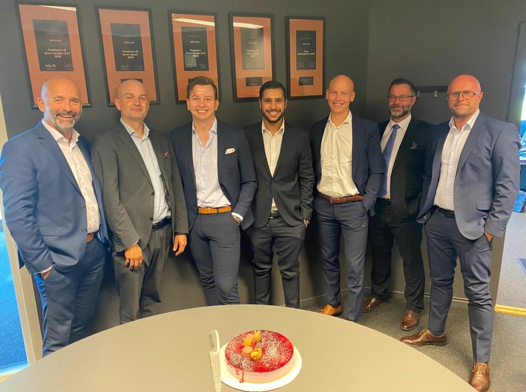 TI GODE ÅR: I dag utgjøres Privatmegleren på Kolbotn av Stig Reklev (f.v.), Roger Edvardsen, Thomas Sørlie, Fahad Khawar, Erik Tenden Nyborg, Geir Zetterstrøm og Jon Syver Ternå.
