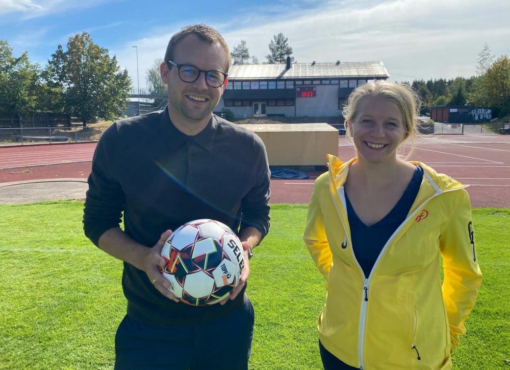 VIL HA FRITIDSKORT: Kjell Ingolf Ropstad og Ida Lindtveit Røse vil sørge for at barn og unge i Nordre Follo kan få 2000 kroner hver til organiserte fritidsaktiviteter.